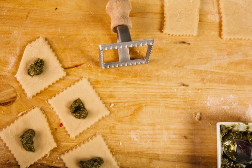 La pasta è alla base per la creazione dei ravioli Valsesia Casalinghi
